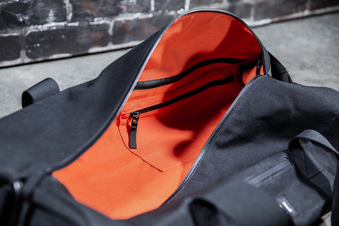 WAXED CANVAS TRADITIONAL DUFFLE (BLACK)