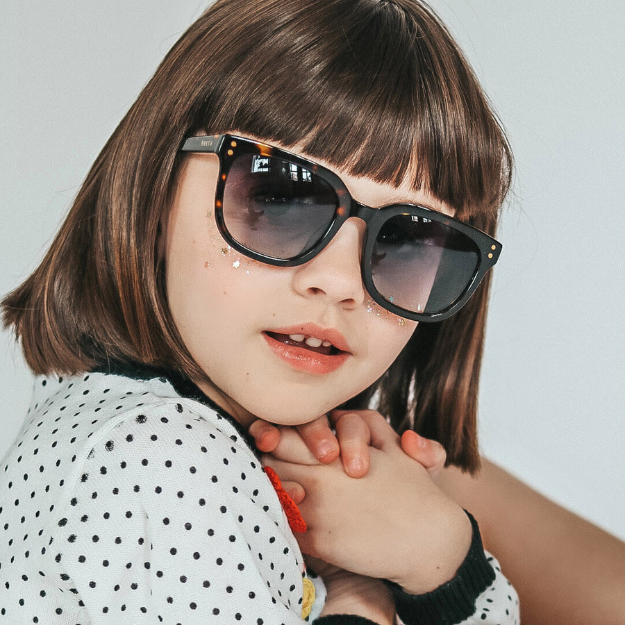 toucca kids tortoise youth polarized sunglasses for kids 6 to 12. A little girl modelling the tortoise square shaped sunglasses