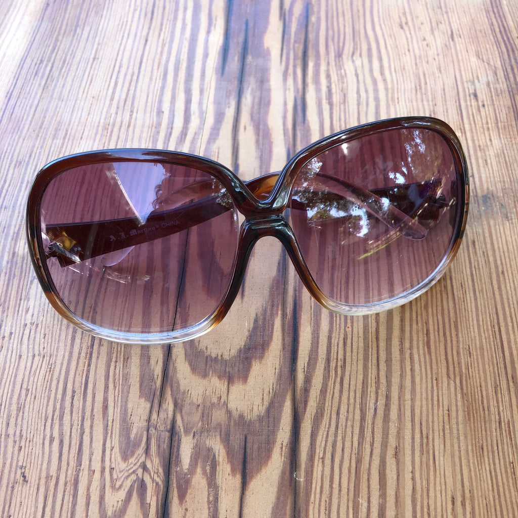 Oval shaped retro shades