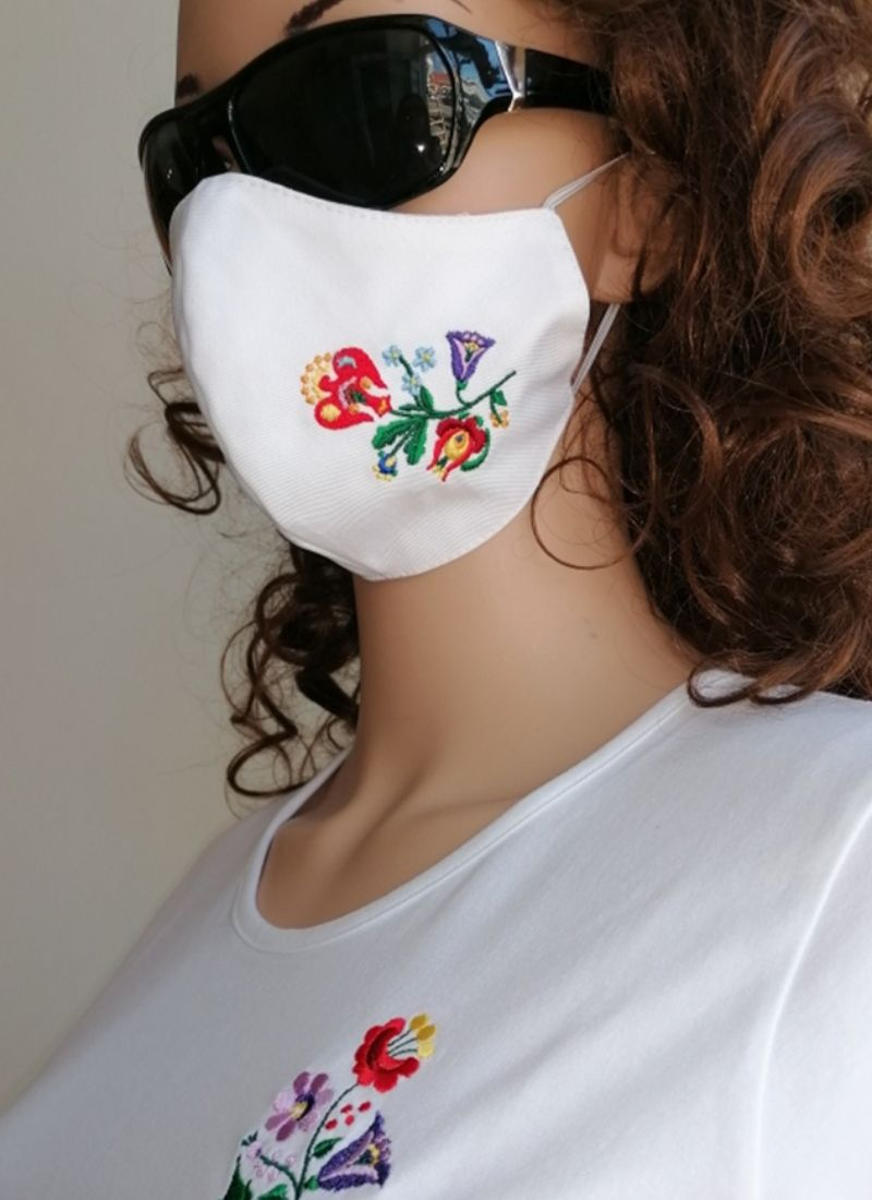Embroidered Cloth Face Mask White With Kalocsai Folk Pattern – Kata No.5