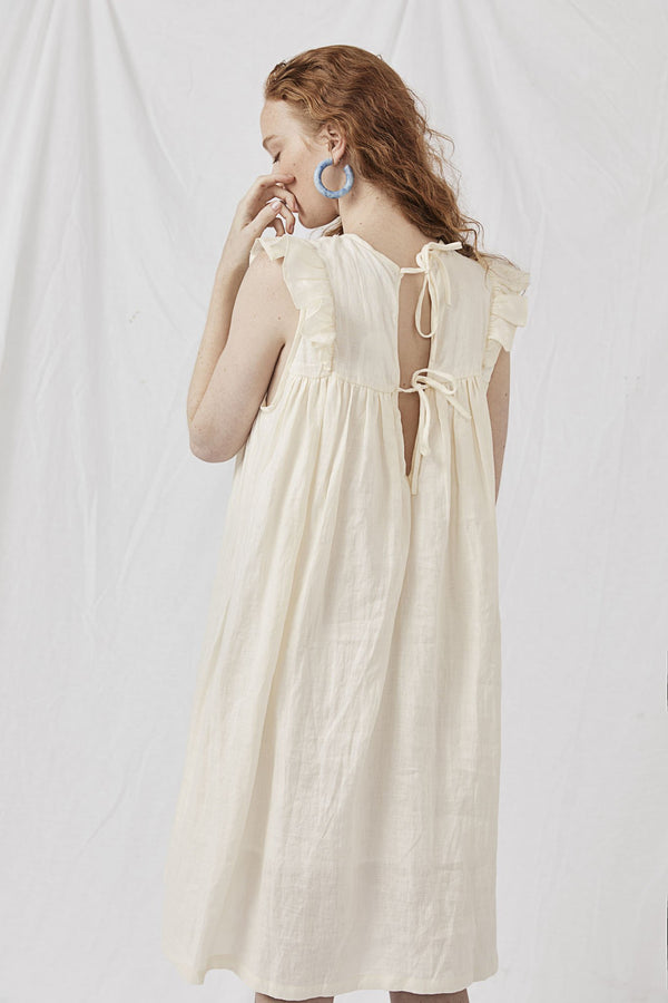 Hand Smocked Bib Front Dress - Alle Oaferdshup Cream