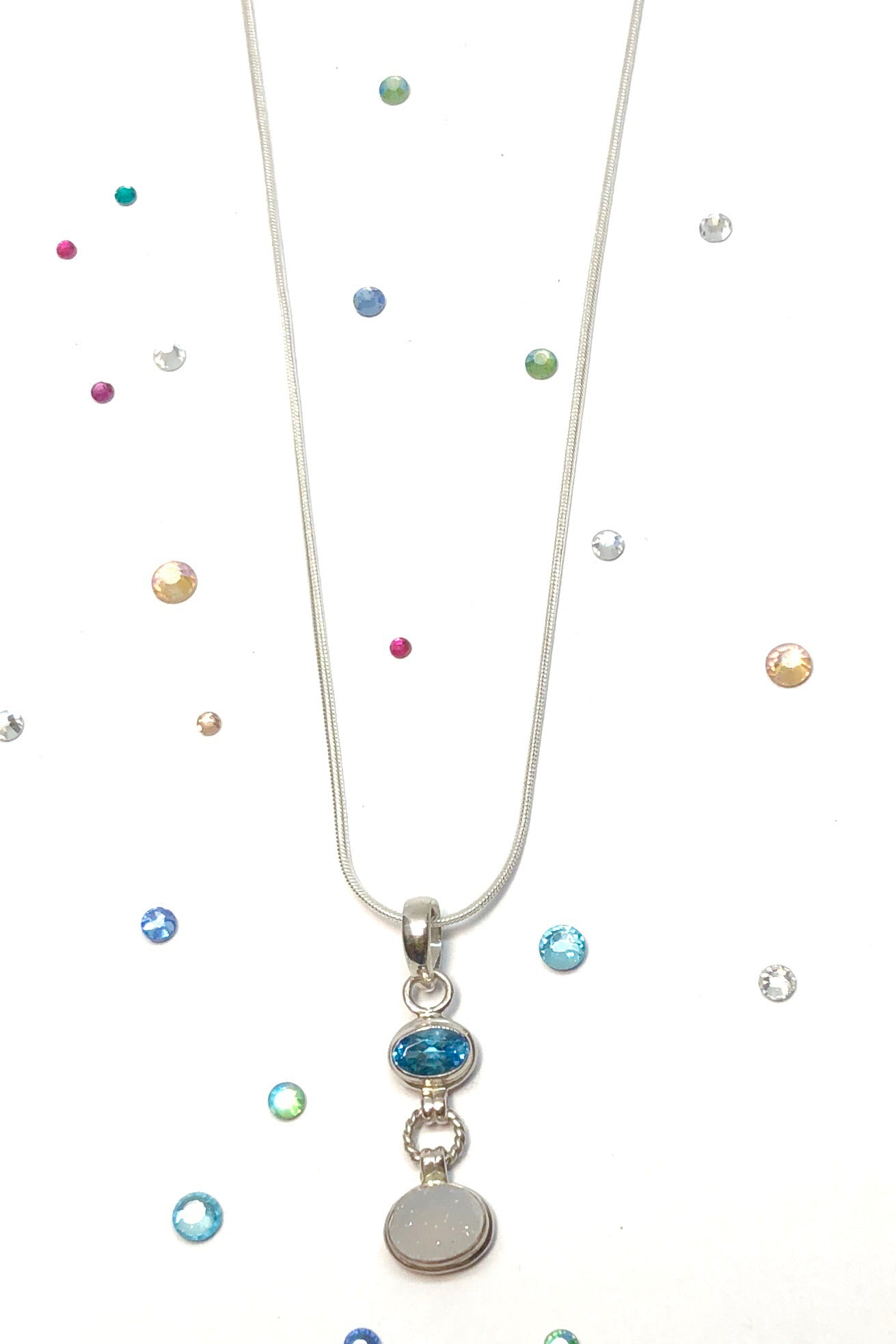 Absolutely adrable, our Echo Gem Pendant Little Druzy comes on 925 silver chain and features agate Druzy stone and London Blue Topaz gemstone pendant hanging from a fine silver snake chain.