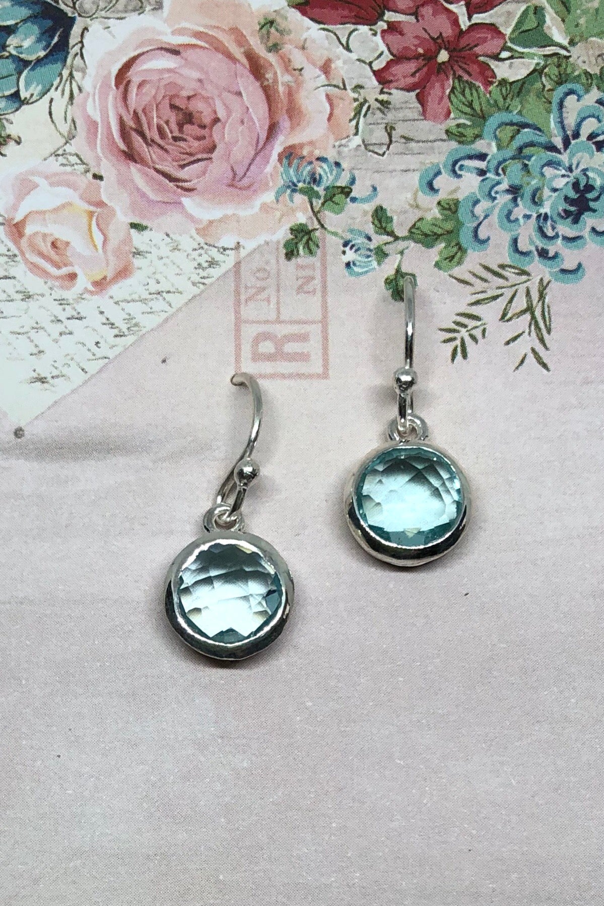 A dainty Blue Topaz sparkles in a silver earring, the Oracle earrings Rondo Blue Topaz features approximate 2cm length including hook, 925 solid silver fish hook and the colour of beautiful sky.