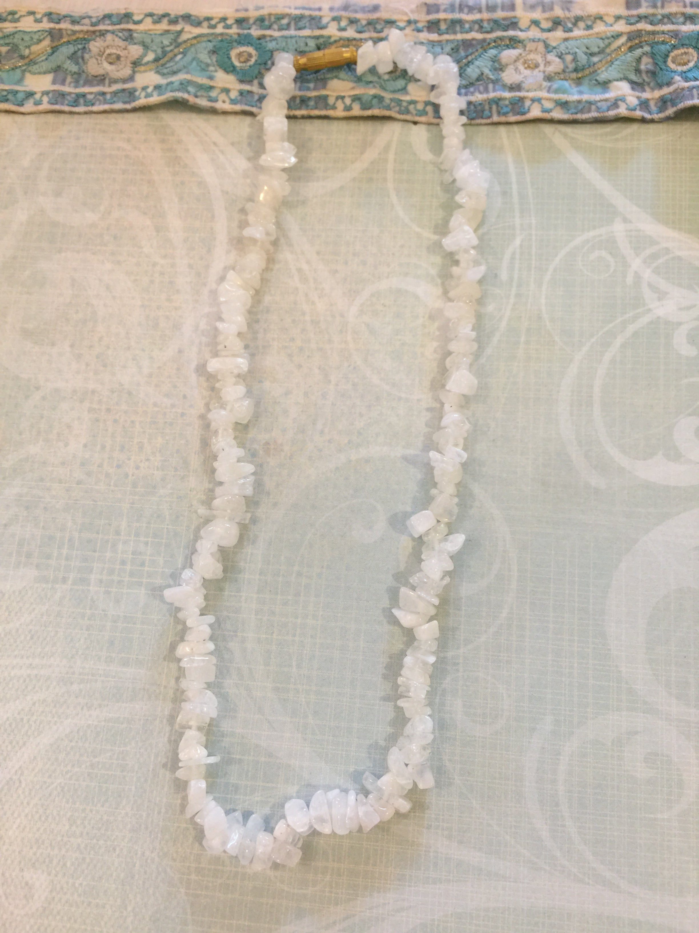 Necklace Pebbles Moonstone Tumbled Chips