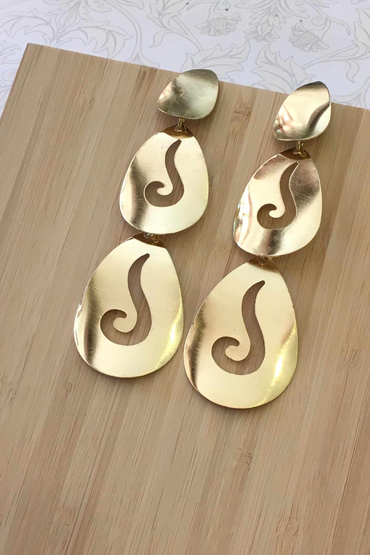 Earrings Chutzpah Curls, Gold Toned Organic Drop Statement Earrings