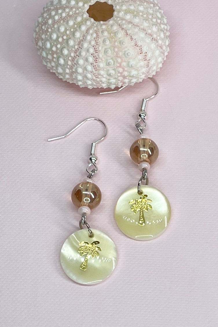 Earrings Serendipity Sunburst Pinky Gold, made with pearly sea shell and pretty pale pink and gold beads.
