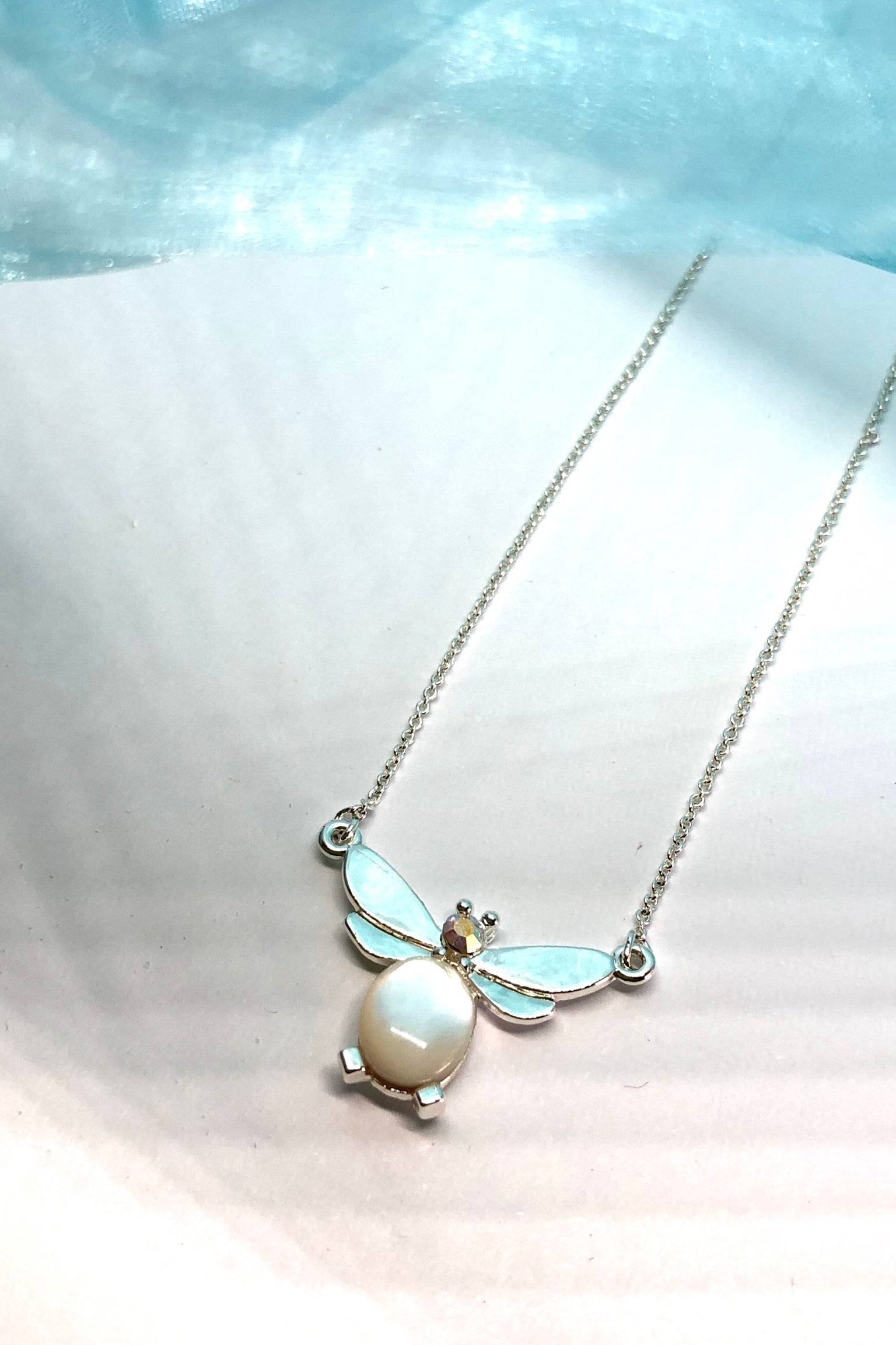 this tiny Necklace pearly Bee will sit prettily in the nape of your neck.