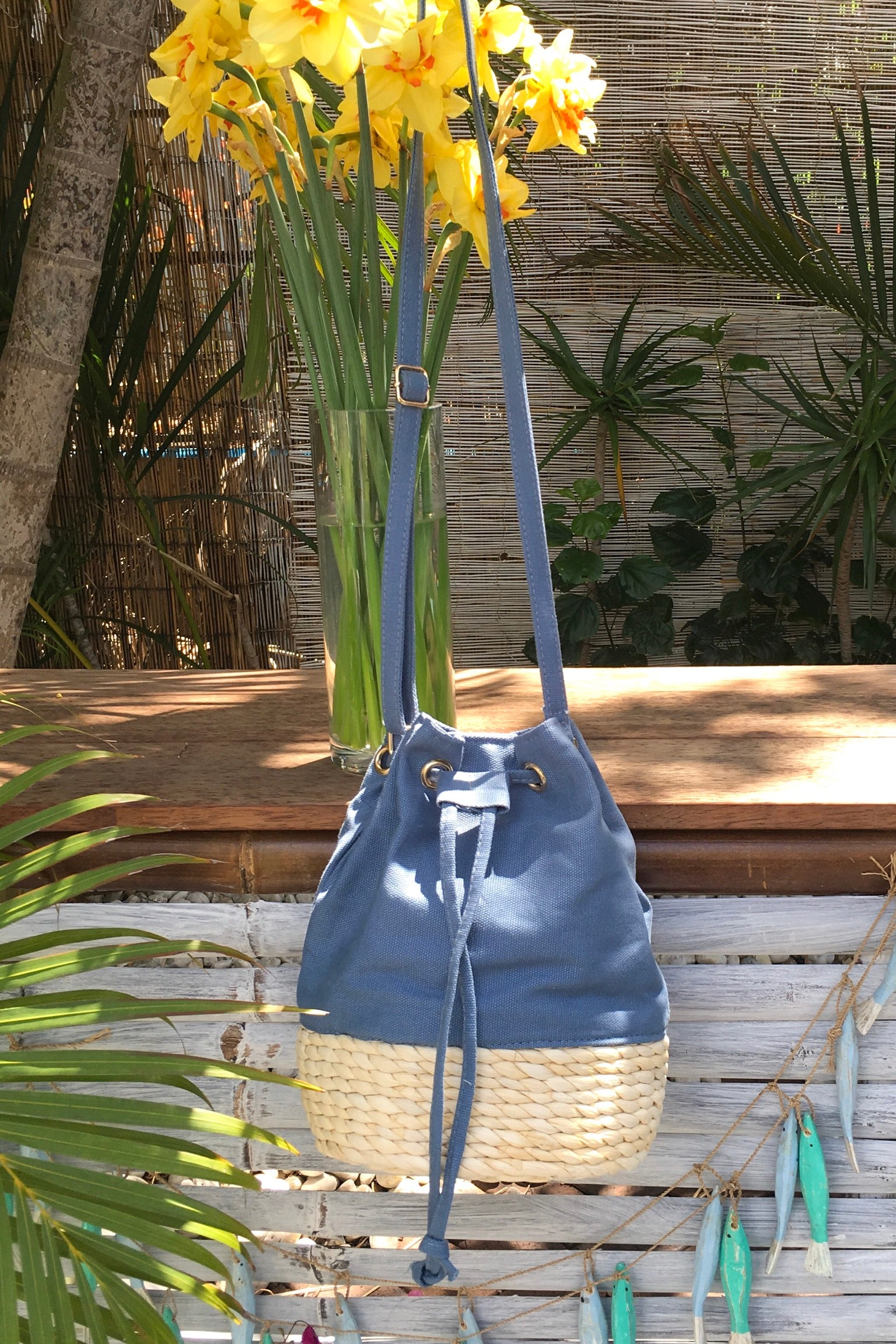 Bag Lillie Canvas Bucket Blue is the ultra cool canvas bag