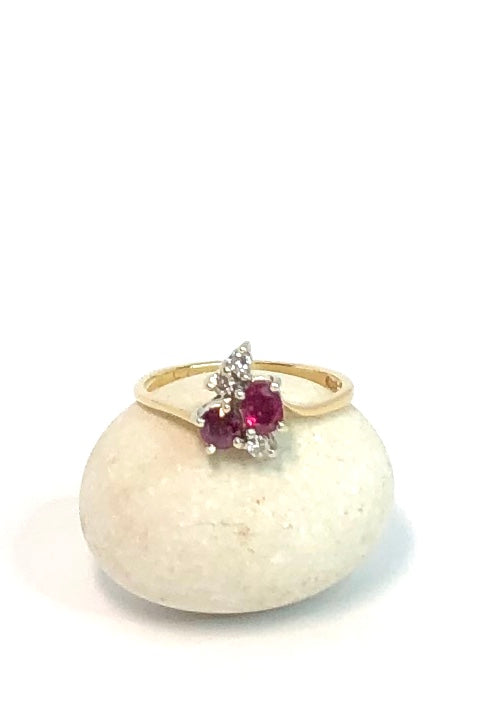 Vintage ruby and diamond ring, this pretty ring has a three sparkling diamonds accenting the two Rubies