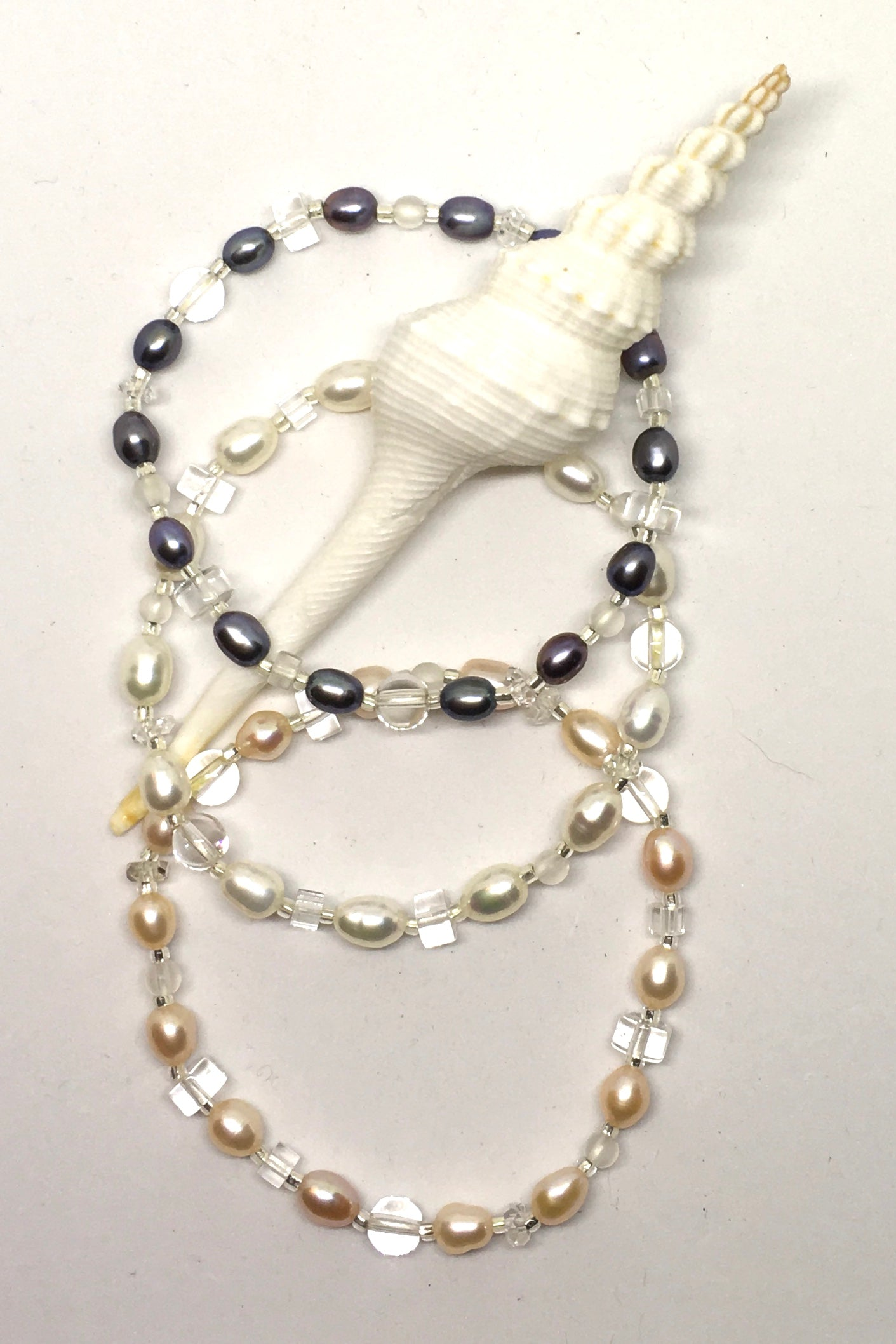 Pearl and Crystal Bead Bracelet, dainty pretty pearl bracelet