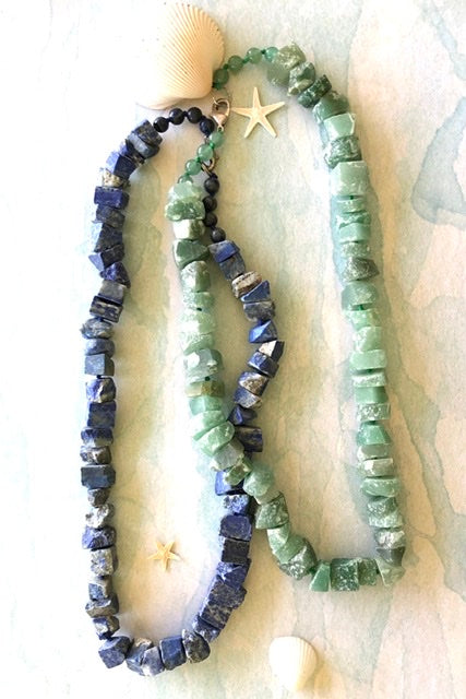Necklace in rough stones of Lapis Lazuli and Green agate crystal