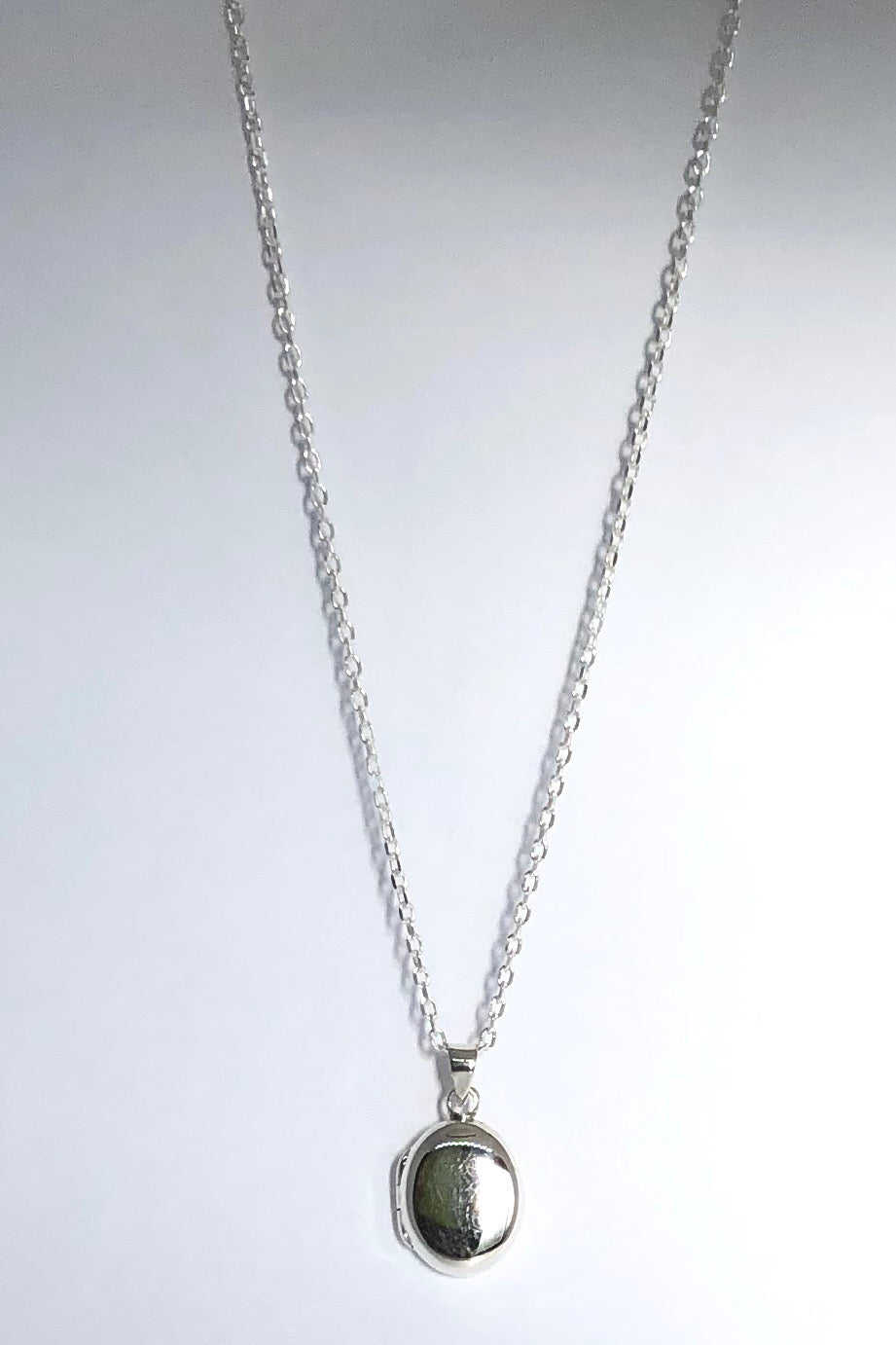 Openable locket Oval shape pendant features 925 solid silver, 1.5cm long, and comes on a 925 silver chain.