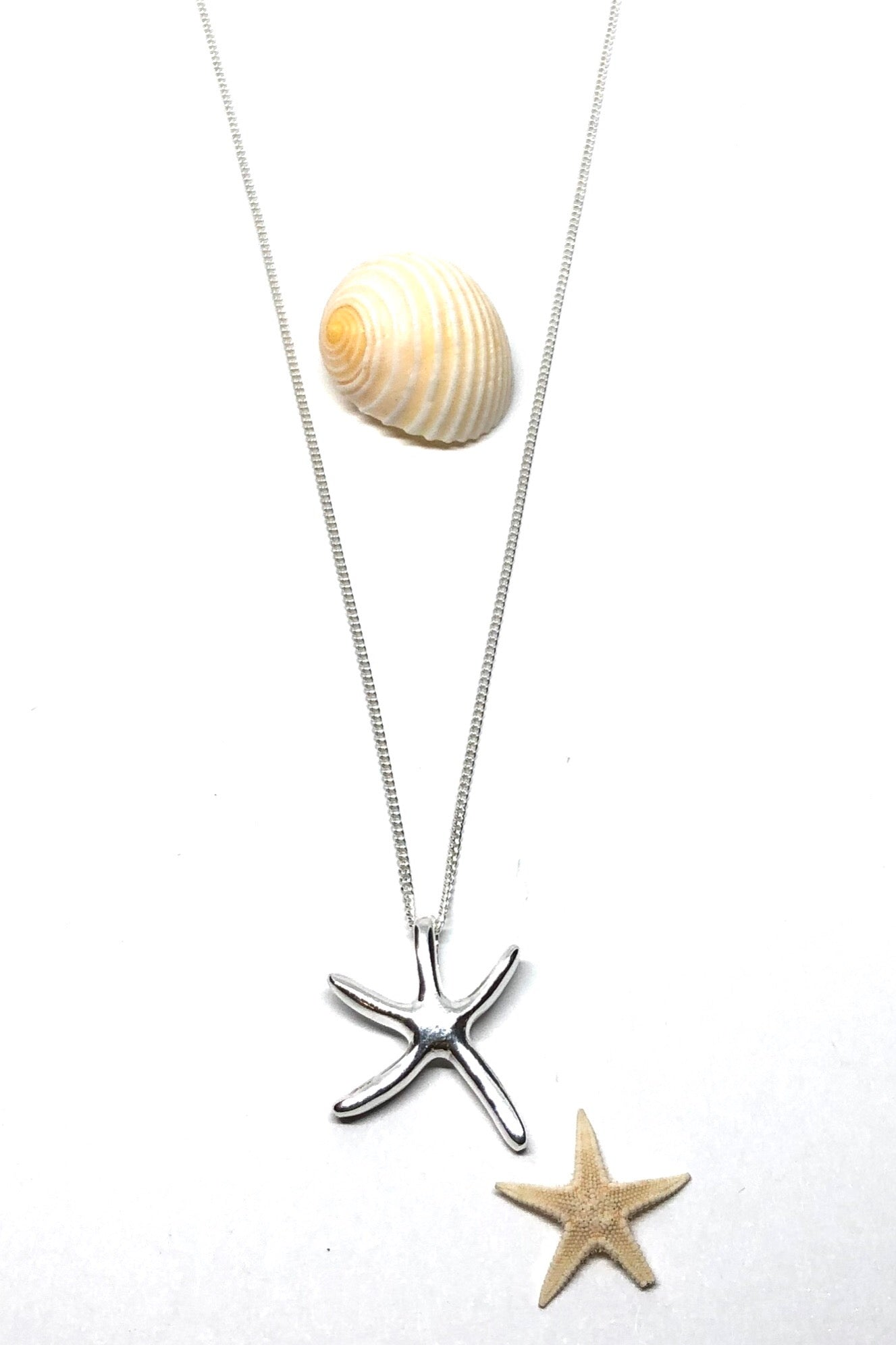 Necklace Cay Starfish Sublime in Silver is modern starfish shape, 925 solid silver, 2cm length, coming on a 925 silver chain.