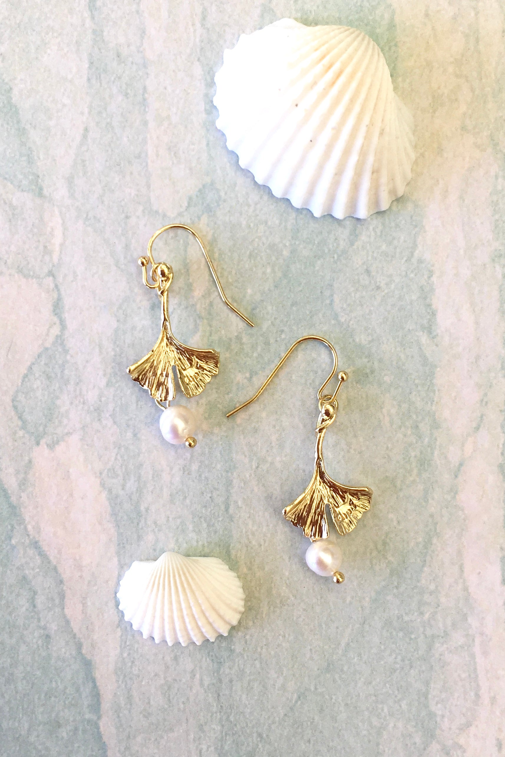 chic everyday earrings with pearls