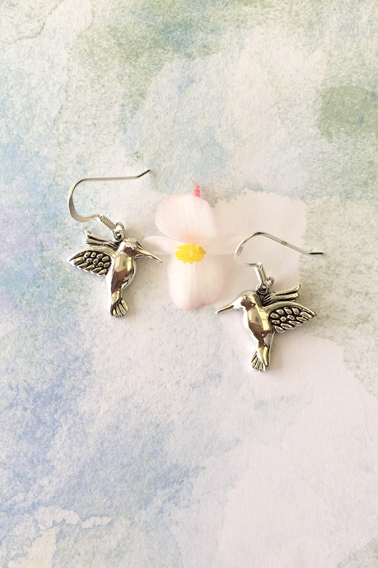 fine solid 925 silver pair of earrings featuring a beautiful little bird