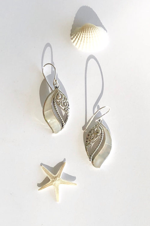 Earrings Cay Shell Leaf Wave with Mother of Pearl