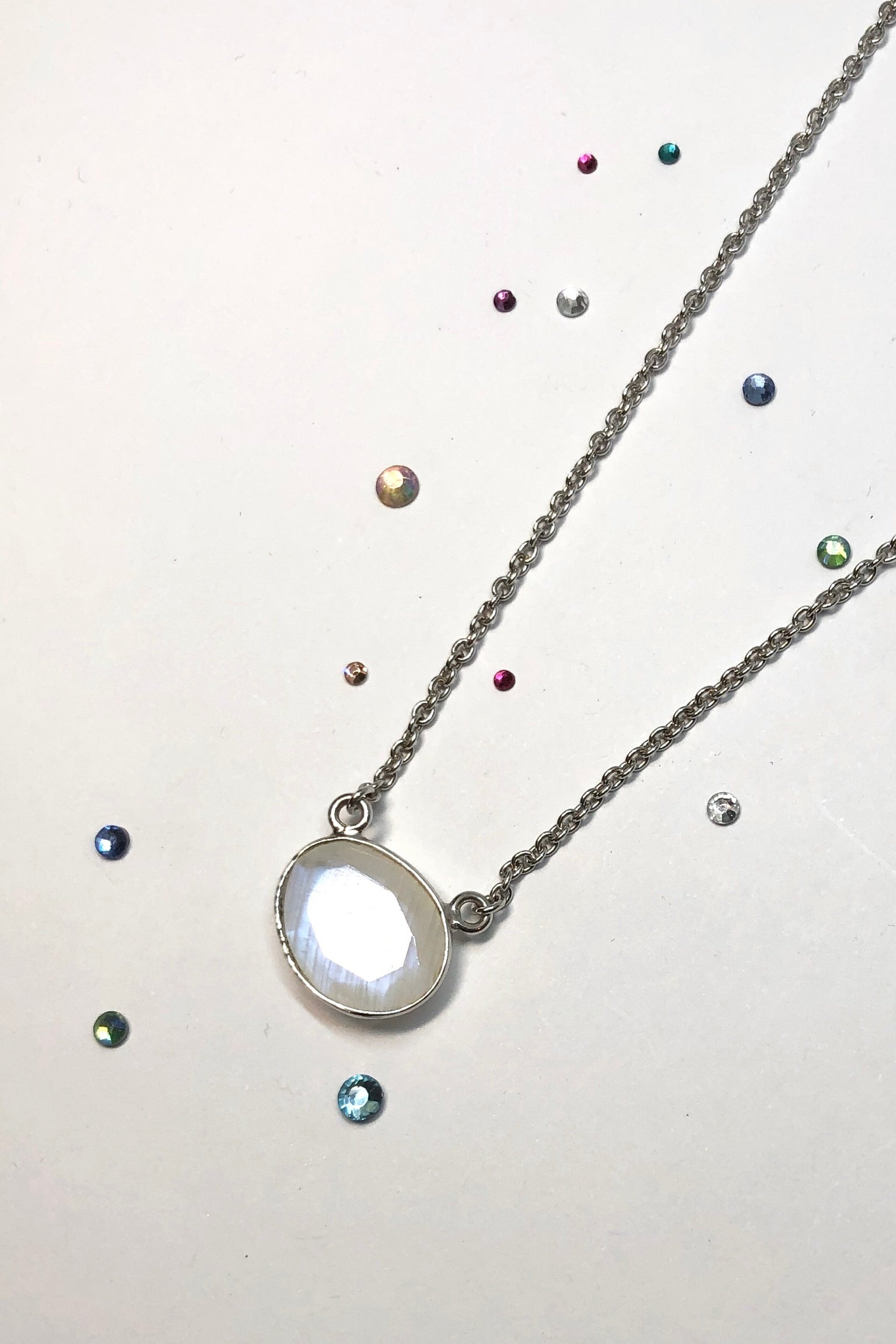 Feel at one with the moon wearing this sweet Echo pendant moonstone mono featuring traditional style pendant, 43 cm Silver chain, moonstone.
