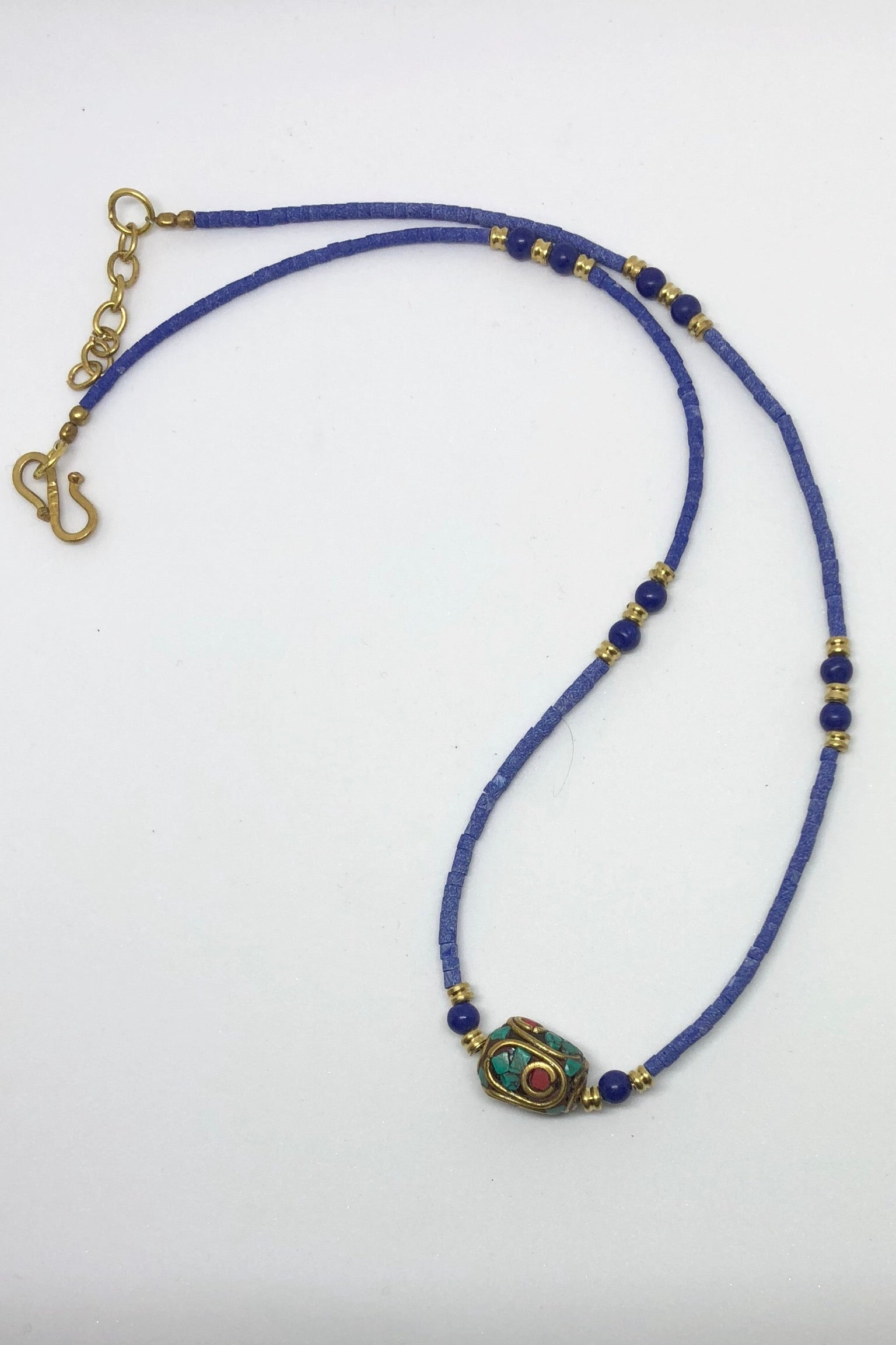 Necklace Paloma in Faux Lapis Lazuli Beads