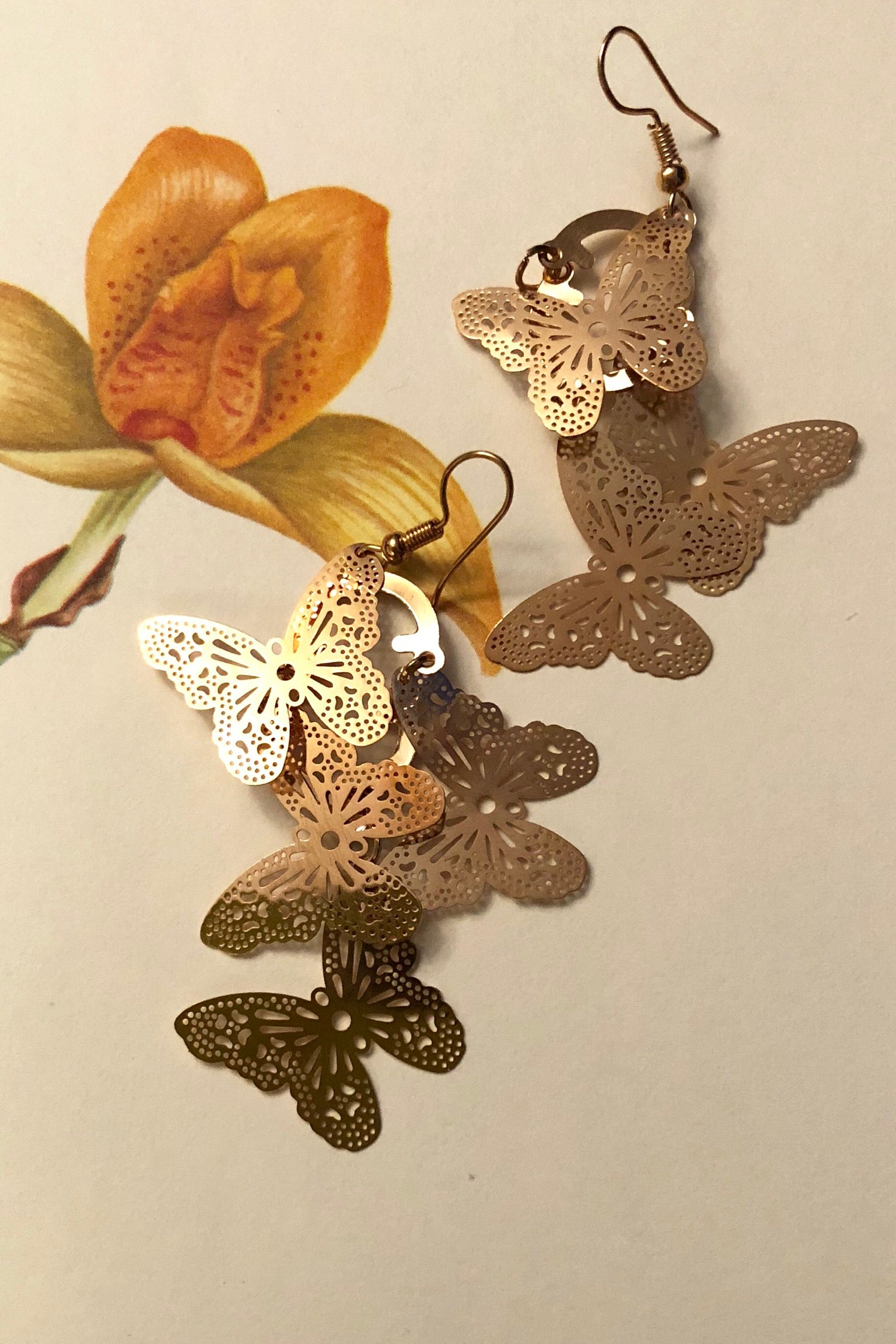 Earrings Fluttery butterfly Shape, lightweight gold earrings
