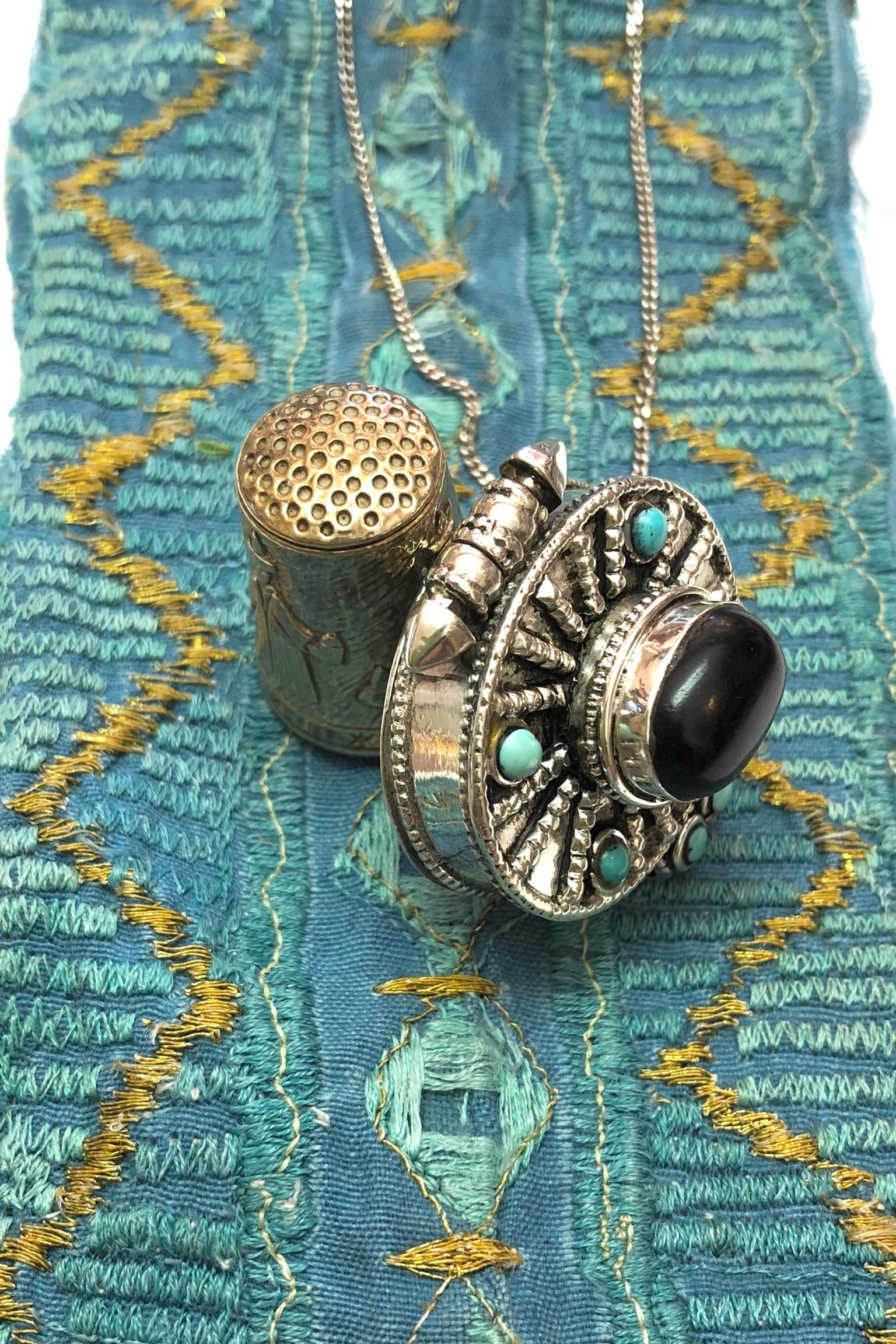 Echo Box Pendant Silver with Turquoise and Jet is a 925 silver box pendant featuring natural turquoise and black jet applied.