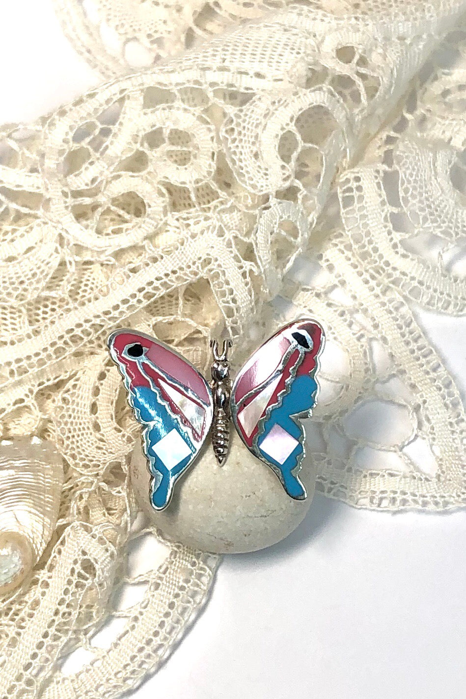 A really pretty pink and blue butterfly ring with luminescent Mother of Pearl featuring 925 silver setting and ring band.
