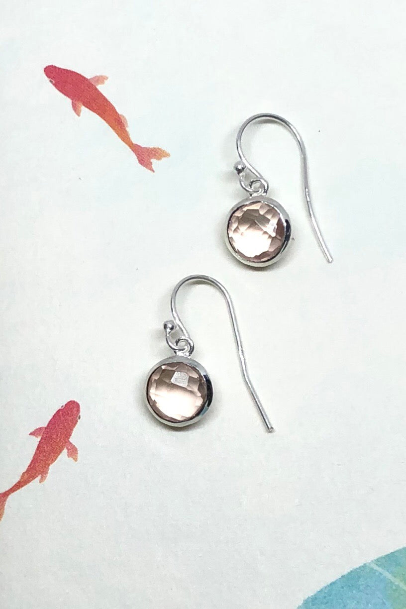 A dainty misty quartz sparkles in a silver earring, the Oracle earrings Rondo Misty Quartz features approximate 2cm length including hook, 925 solid silver fish hook and tiny round design.