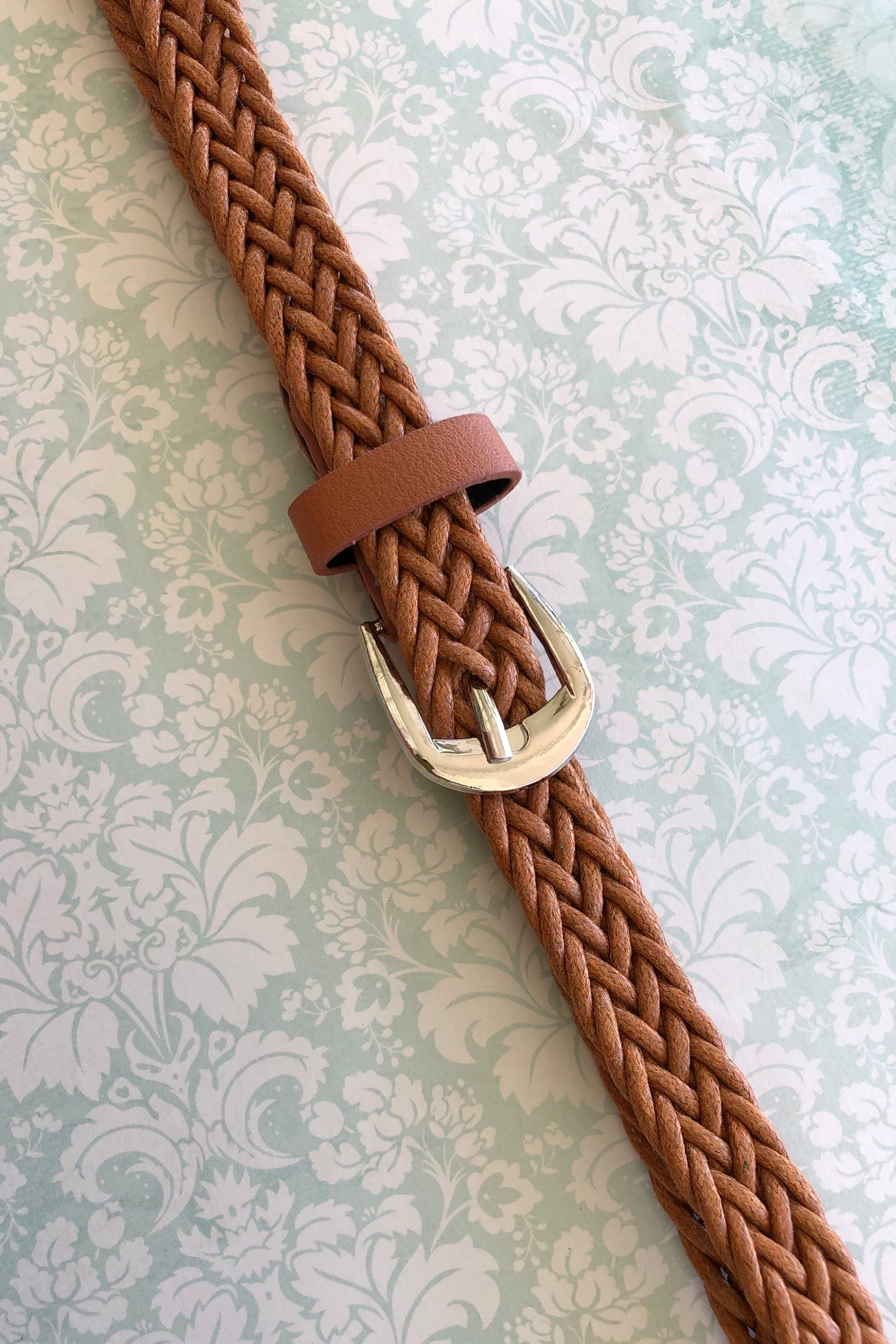 A great basic narrow plaited belt, made in natural material.