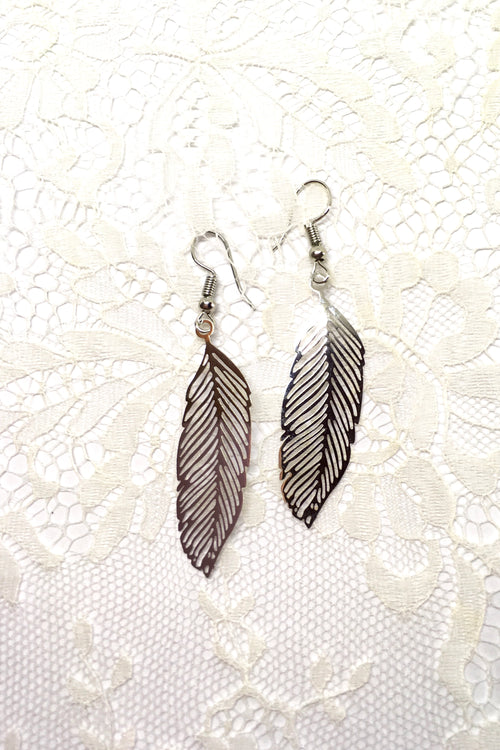Earrings Fluttery Feather in Silver