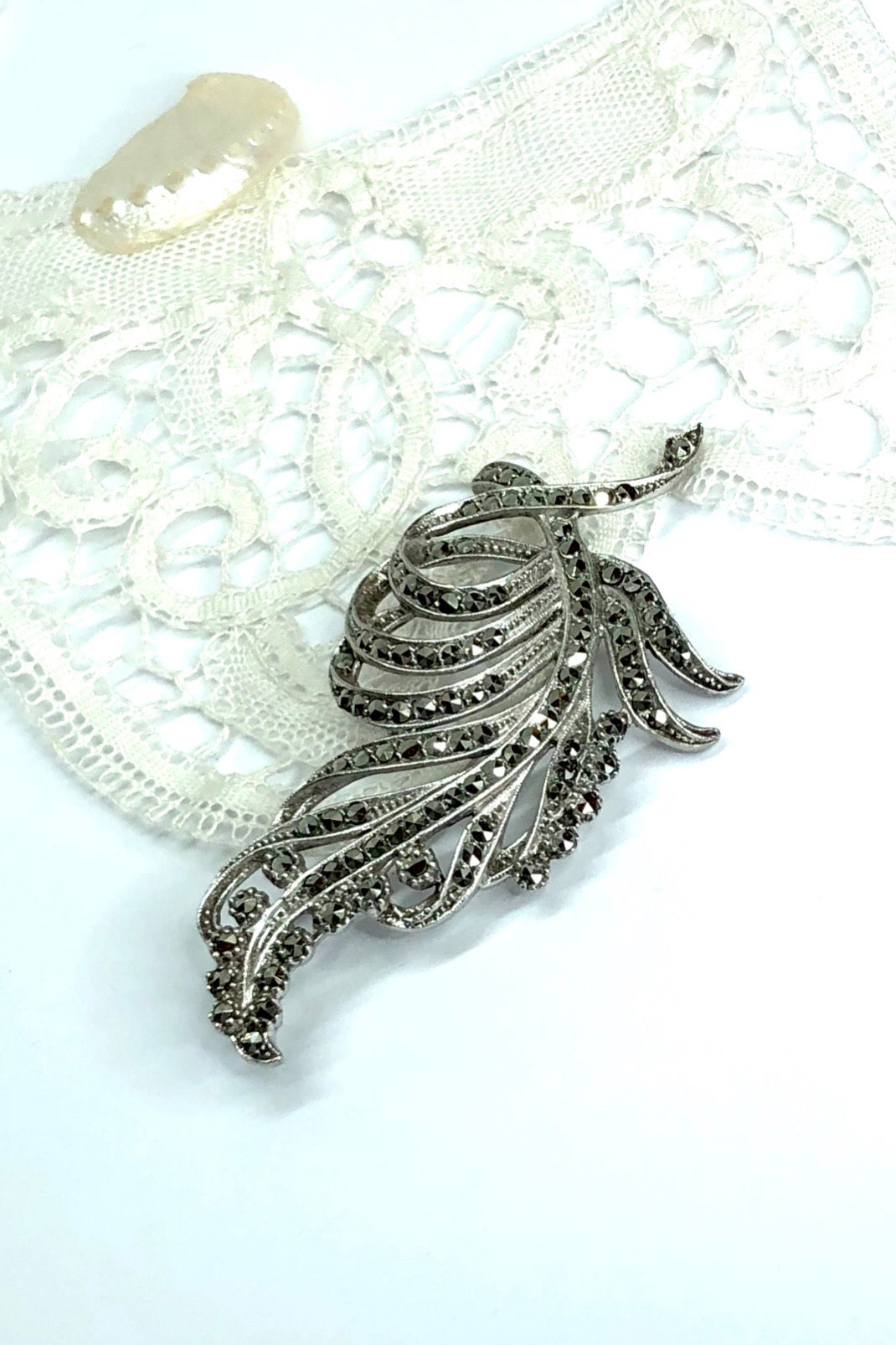 A wonderful sterling silver sparkling marcasite brooch from the Retro era, c1950!