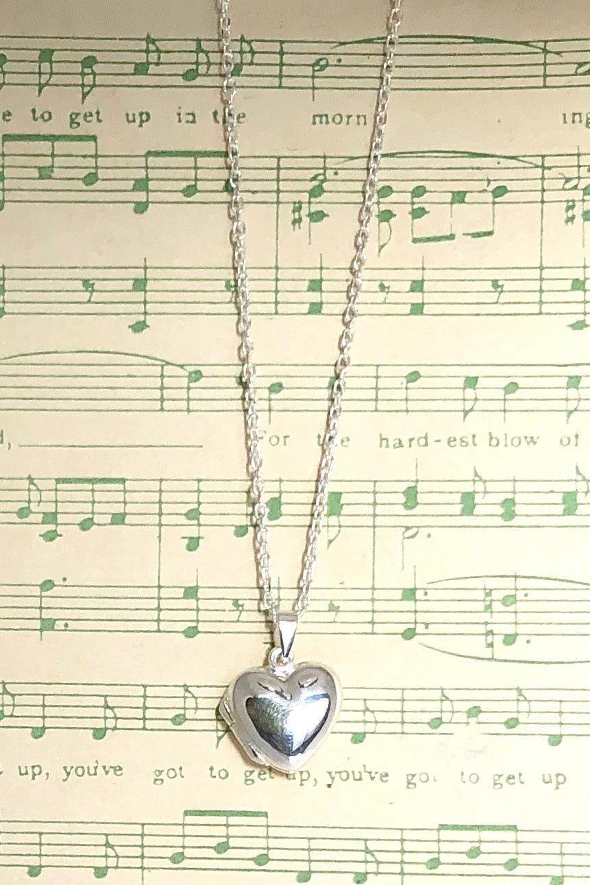 The Pendant Locket Lovers is a perfect heart shape locket pendant featuring 925 solid silver, 1.5cm long, coming on a 925 silver chain.