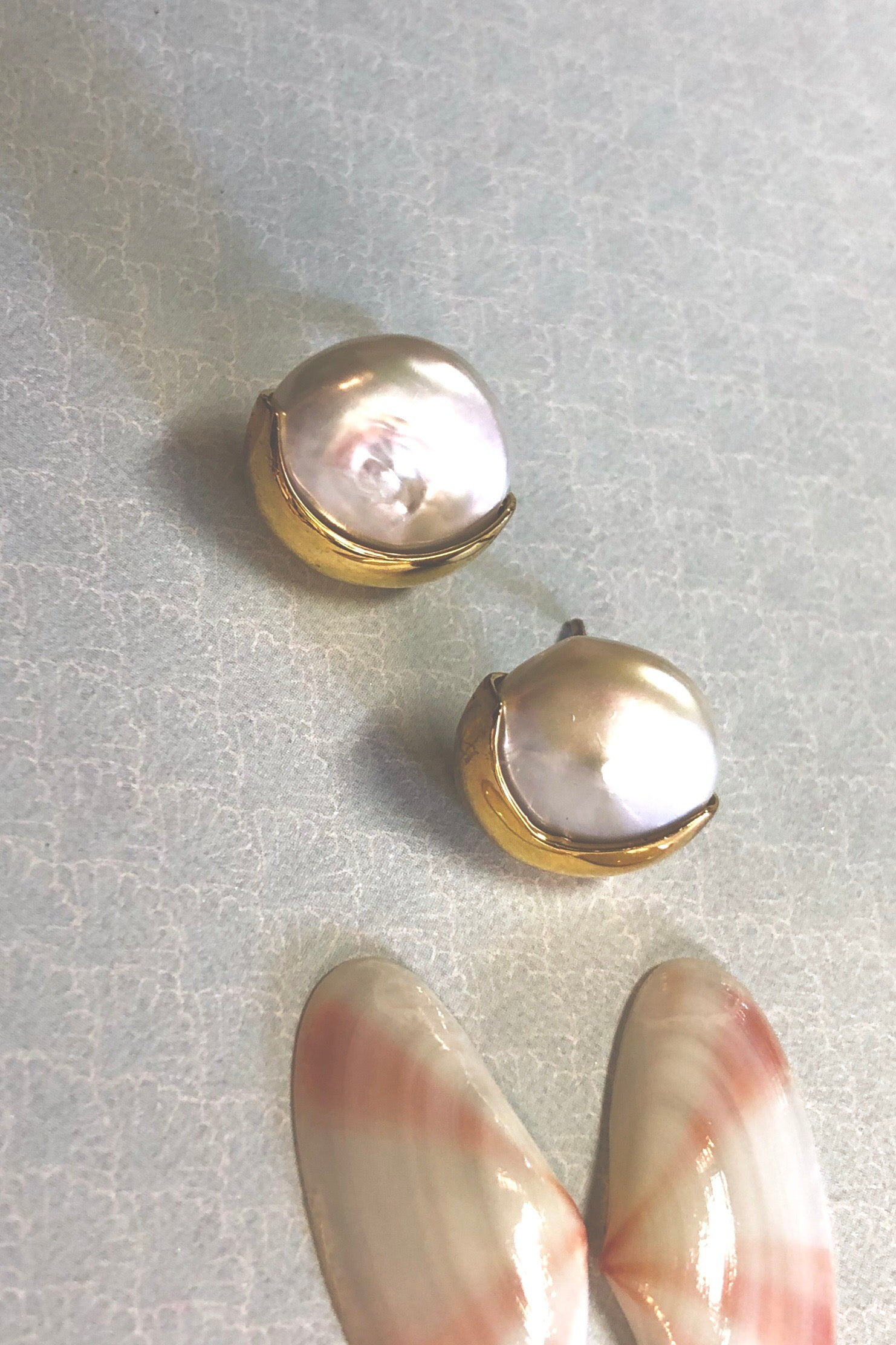 Earring Pearl Stud Crescent Moon, natural pearl and gold earring