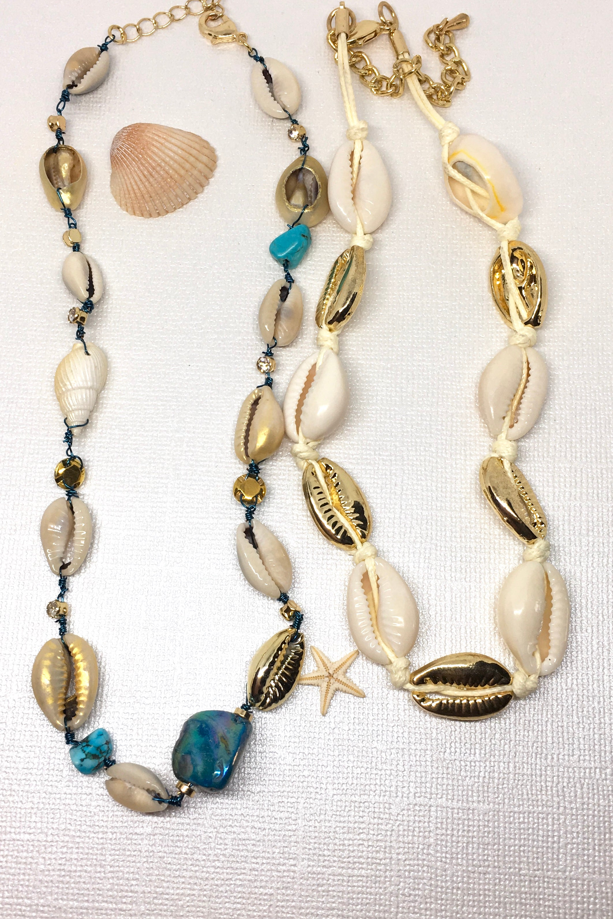 Necklace Cowrie Golden Threaded