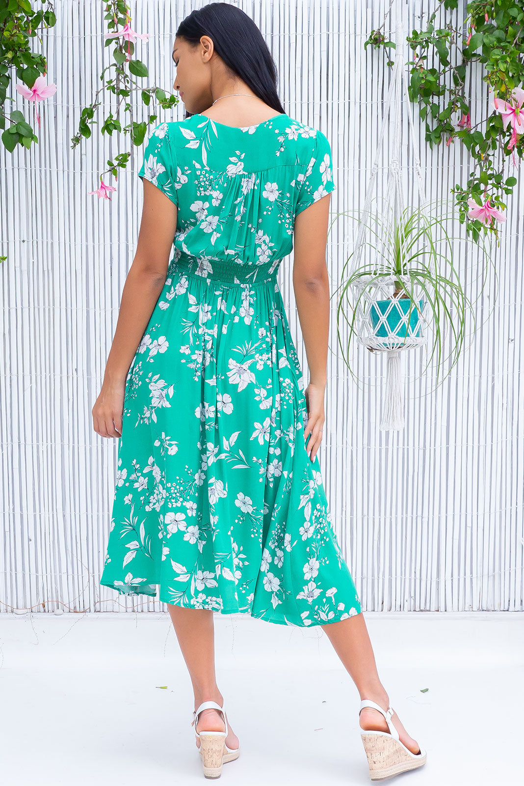 The Lizzie Mono Meadow Dress features fitted basque waist with gathered bust, waist features elastic shirring at back, petite side pockets and 100% rayon in soft, shamrock green base with white floral print.