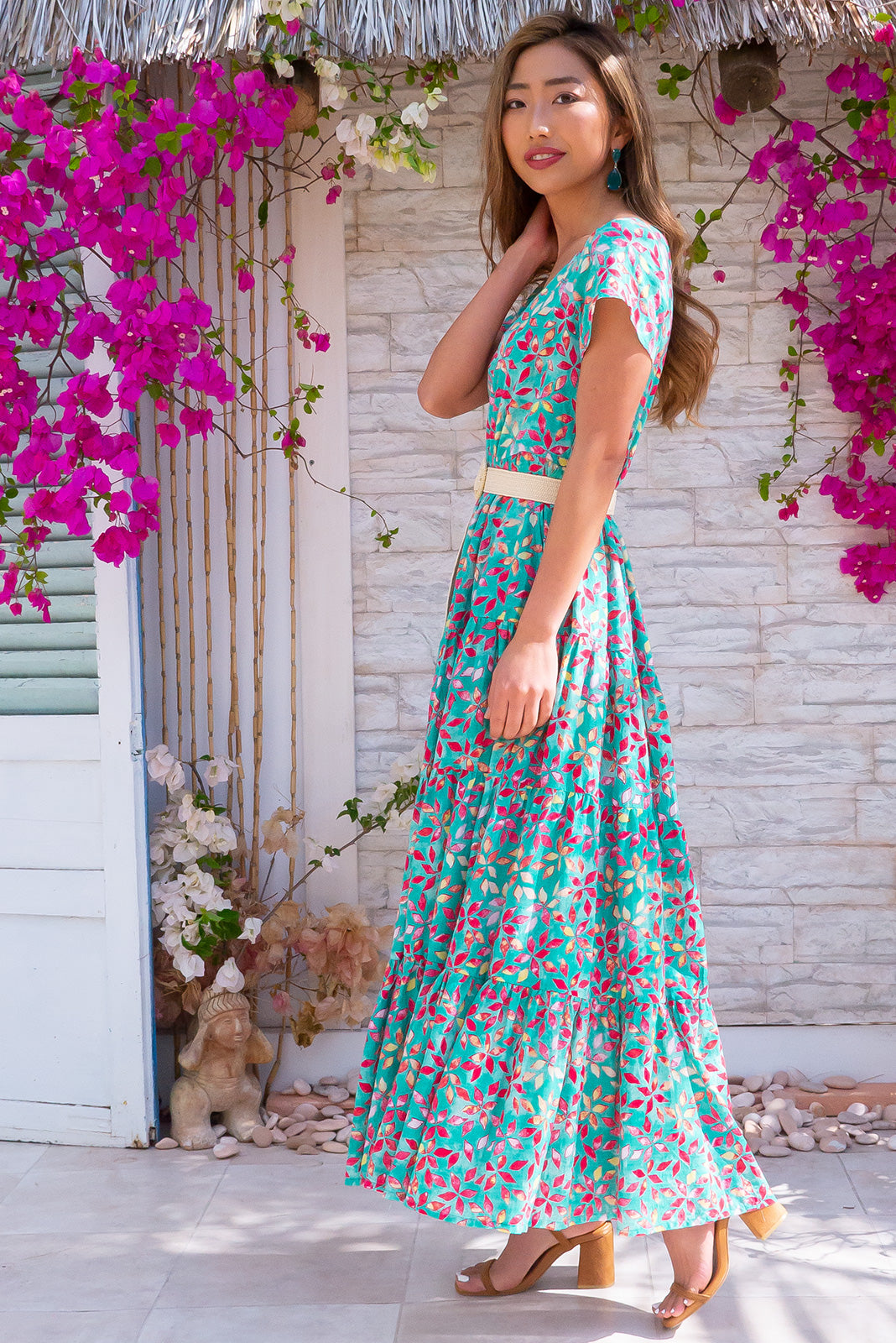 Lucky Lulu Green Fields Maxi Dress made from 100% cotton and perfect for spring/summer. Features cap sleeves, side pockets, tiered skirt.