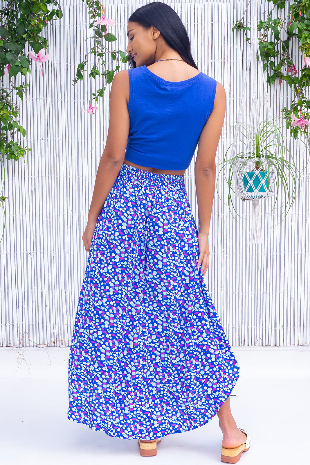 The Sails Capri Coast Maxi Skirt features scooped hemline, shorter at sides, V-shaped panelled waist band, elasticated back of waist, side pockets and 100% rayon in blue base with cool toned leaf print.