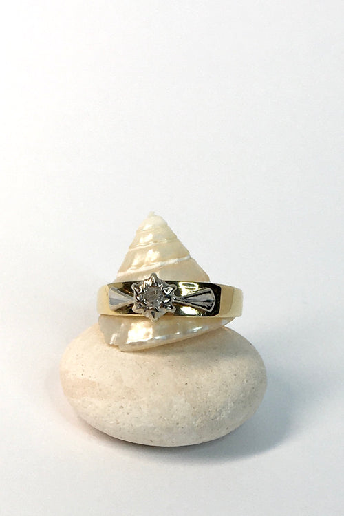 Vintage Ring with Small Diamond and Raised Leaf Setting