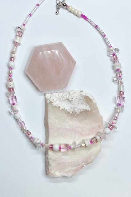 Necklace Cay Island Pink is a sweet choker style hand made using random choice of glass and shell beads in soft seashell pinks.