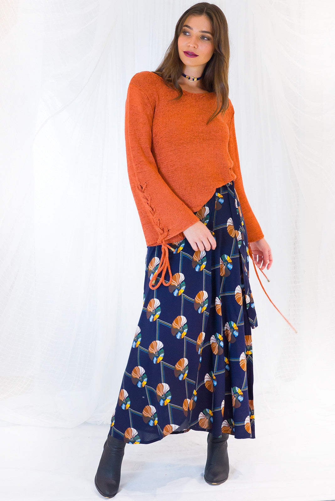 Wrap Skirt Winterberry in Inky blue retro print