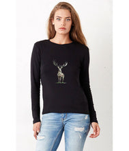 Women T-shirt - frontshot - photoshoot - model -  organic cotton - long sleeved - round neck - printdesign - drawing - JanaRoos - reindeer - deer - hert - rendier