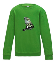 JanaRoos - T-shirts and Sweaters - Kid's Sweater - Packshot - Hand drawn illustration - Round neck - Long sleeves - Cotton - Lime green - Groen - Colored Iguana - Colored IguJana
