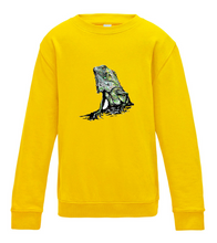 JanaRoos - T-shirts and Sweaters - Kid's Sweater - Packshot - Hand drawn illustration - Round neck - Long sleeves - Cotton - Sun Yellow - Geel - Colored Iguana - Colored IguJana