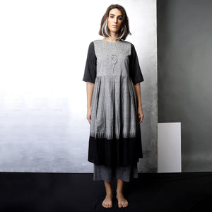 Contemporary Sustainable Fashion from Indian designer wear label O Layla. Renah gathered tunic set. Handloom textiles.