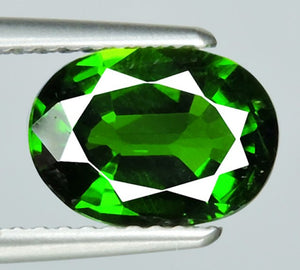 Russian Chrome Diopside, Emerald Green 1.845 ct VVS, Oval
