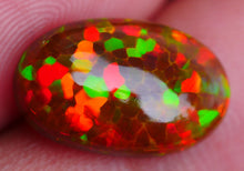Opal, 4.10ct. Welo, Dark-Base, No Smoke, Oval Cabochon, Hexagon Honeycomb