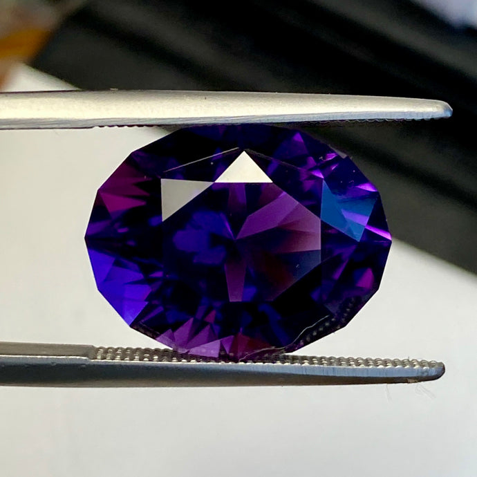 9.23 ct. Amethyst, Uruguay, Flawless, Oval, Top Quality, Red Flash, Blue Undertone