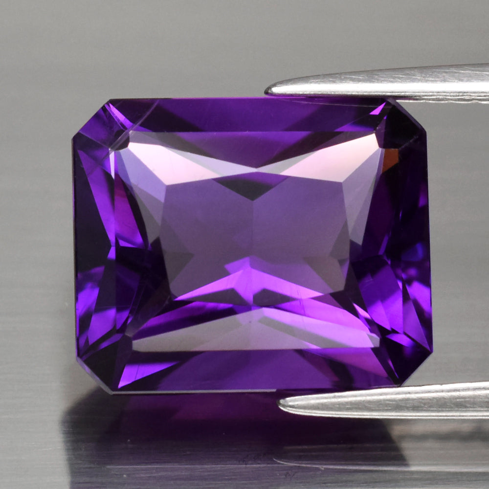 Amethyst, 5.14 ct. Radiant Cut, Purple Perfection, Uruguay, VVS, Studio lighting , see photos in sun and shade. No Heat