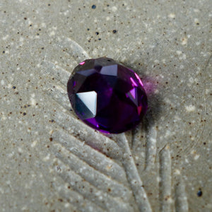 At first miners had no idea that many of the Malaya garnet were color change.