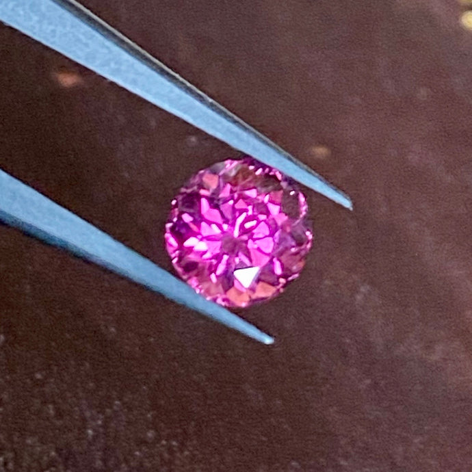 Malaya Garnet, 1.42 ct. Round Brilliant, Purplish Pink, VVS