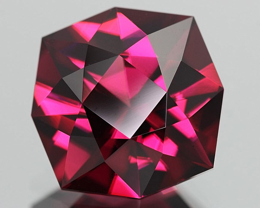 Malaya Garnet, Pyralspite, 5.23 ct. Purplish Pink, Octagon Master-Cut In United States, Malaia