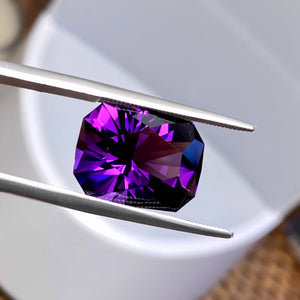 9.21 ct, Amethyst, Flawless, Uruguay, Modified Emerald Cut, Purple, Blue-Red Flash